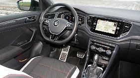 Klar gegliedert und funktional: Das Cockpit mit Touchscreen-Infotainment-System im VW T-Roc.