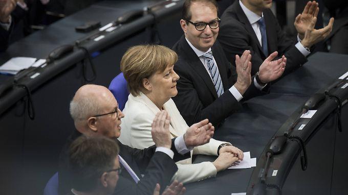 Mit 364 Ja-Stimmen: Bundestag wählt Merkel zum vierten Mal zur Kanzlerin