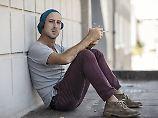 Nicht nur Atemwege und Gefäße: Raucher schädigen auch ihr Gehör