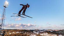 Schanzenrekord in Trondheim: Stoch fliegt einsam vorneweg