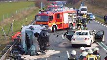 Zwei Tote im Münsterland: Taxi prallt auf Kleintransporter