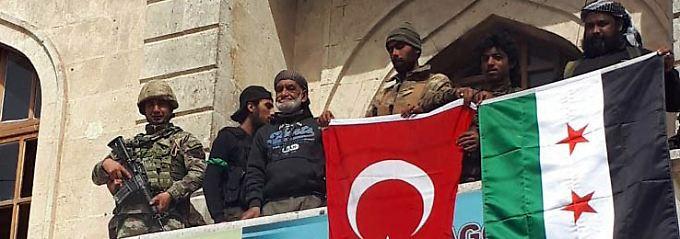 Aktivisten berichten: Türkische Armee rückt in Afrin ein