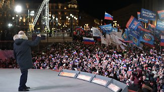 Russischer Präsident wiedergewählt: Putin lässt sich feiern