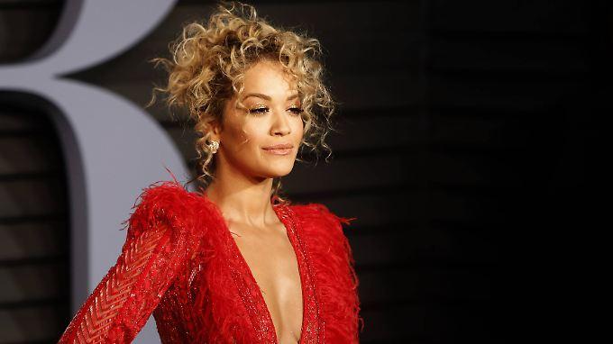 Weiß zu betören: Rita Ora.