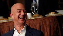 Wertvollster Konzern der Welt: Bezos' Amazon nimmt Apple ins Visier