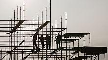 """Mitten in Hochkonjunkturphase: """"Wirtschaftsweise"""" heben Prognose an"""