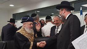 Israel hat zwei Oberrabbiner: Izchak Josef (l.) und David Lau (r.).