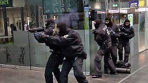 Nächtliche Anti-Terror-Übung: Am Frankfurter Hauptbahnhof probt die Polizei den Ernstfall