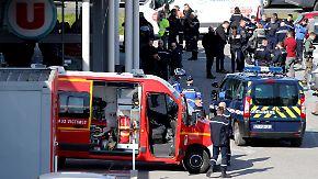 Tote und Verletzte bei Terrorangriff: Einsatzkräfte erschießen Supermarkt-Geiselnehmer in Südfrankreich