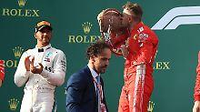 Ein lachender Sieger - und ein enttäuschter Zweiter: Lewis Hamilton muss Sebastian Vettel applaudieren.