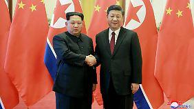 Überraschender Besuch in Peking: Kim offenbar zu Abbau von Atomwaffen bereit