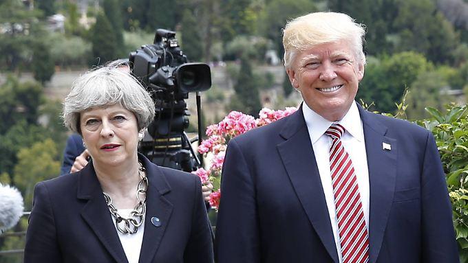 Theresa May begrüßte die Ausweisung von 60 russischen Geheimdienstleuten aus den USA.