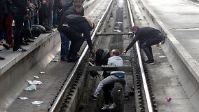 """Landesweite """"Schienenschlacht"""": Bahnstreiks bremsen Frankreich aus"""