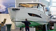 """Motoryacht vom Typ """"Greenline 39"""". Das Schiff hat einen Hybridantrieb und kann nur mit einem Elektromotor fahren."""