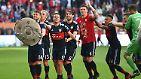 Der FC Bayern hat sich mit einem letztlich klaren 4:1 beim FC Augsburg die deutsche Fußballmeisterschaft gesichtert.