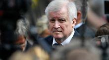Innenminister Seehofer am Sonntag in Münster. Er fordert, Dschihadisten den Doppelpass entziehen zu können.