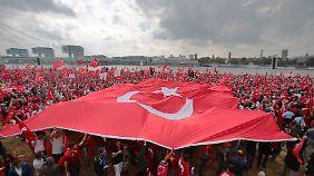 Erdogan-Anhänger 2016 bei einer Kundgebung in Köln.