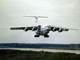 Vierstrahliger Militärfrachter: Bei Boufarik soll eine Maschine des Typs Iljuschin Il-76 (Archivbild) abgestürzt sein.