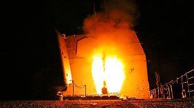 Das Bild der US-Marine zeigt den Start einer Tomahawk-Rakete an Bord der USS Monterey.