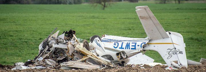 Beide Piloten kommen ums Leben: Zwei Kleinflugzeuge stoßen bei Landeanflug zusammen