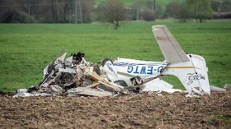 Piloten kommen ums Leben: Zwei Kleinflugzeuge stoßen bei Landeanflug zusammen