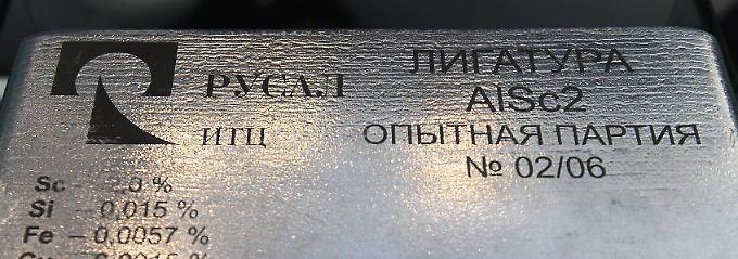 Wie ein Brocken Aluminium in der Barentsee sinkt der Kurs der Rusal-Aktie nach unten.