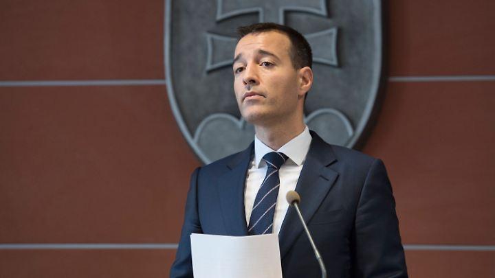Slowakischer Innenminister Tomas Drucker zeigt sich solidarisch mit dem Polizeichef Tibor Gaspar und tritt zurück.