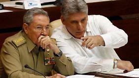 Raúl Castro und sein vermutlicher Nachfolger Miguel Díaz Canel - den Sozialismus unter Palmen wird es auf Kuba vorraussichtlich weiterhin geben.