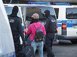 Größte Razzia der Bundespolizei: Polizei stürmt bundesweit Dutzende Bordelle