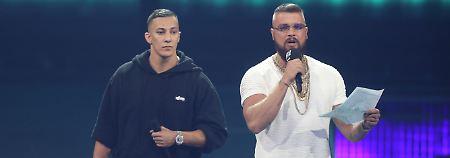 Kollegah (rechts) und Farid Bang sehen sich durch ihre Liedzeilen Antisemitismus-Vorwürfen ausgesetzt.