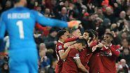 Sieben Minuten vor der Pause war Alisson erneut geschlagen, doch der Kopfball von Dejan Lovren nach einer Ecke küsste nur die Latte. Besser machte es Salah, der nach einer weiteren blitzschnellen Umschaltaktion der Liverpooler von Firmino freigespielt wurde …