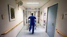 """""""Vor echter Fachkräftekrise"""": Tausende Pflegestellen sind nicht besetzt"""
