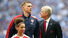 Kapitän Per Mertesacker würde sich sicherlich genau wie Arsène Wenger mit einem Titel verabschieden.