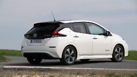 Der Nissan Leaf ist ein kompakter Elektriker für fünf Personen und 435 Liter Gepäck.
