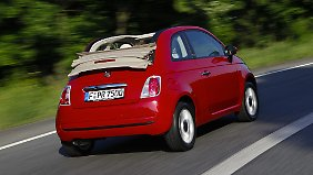Als 500C bietet der kleine Italiener ein vergrößertes Stoffdach.