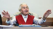 Wegen Volksverhetzung verurteilt: Holocaust-Leugnerin tritt Haft nicht an
