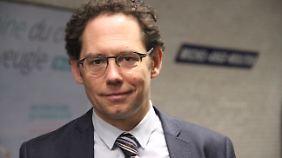 Stefan Seidendorf ist stellvertretender Direktor des deutsch-französischen Instituts Ludwigsburg. Er forscht unter anderem zu den deutsch-französischen Beziehungen und zum europäischen Integrationsprozess.