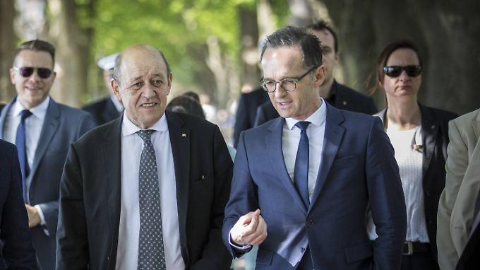 Maas mit seinem französischen Amtskollegen Le Drian in Paris - mit ihm gemeinsam wird er Dienstag in Brüssel den iranischen Außenminister Sarif treffen. Die Äußerungen zu einem Ultimatum kamen von Vize-Außenminister Araghschi - Regierungschef Ruhani hat sich noch nicht in diese Richtung geäußert.