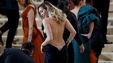 """""""Meet me at the Met"""": Hier tanzt der Papst im Kettenhemd"""