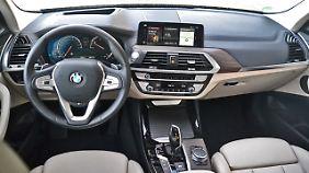 Sportlich, schick und modern gibt sich der BMW X3 im Innenraum.