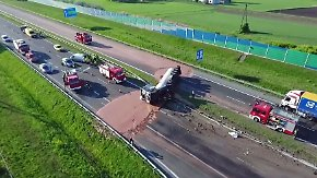 Bittersüßer Verkehrsunfall: Zwölf Tonnen Schokolade überschwemmen Autobahn