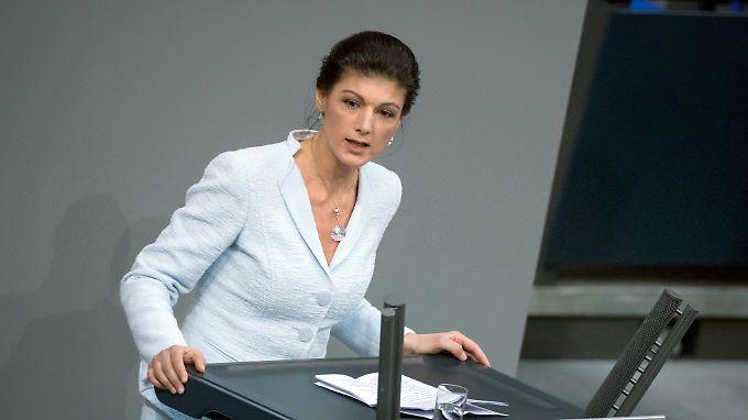 Wagenknecht will, dass der Staat Arbeitnehmer vor Dumpingkonkurrenz schützt.