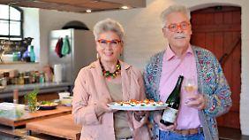 Liebenswerte Gastgeber laden ein: Martina und Moritz teilen ihre Leidenschaft für gutes Essen und Trinken.