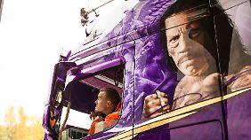 """Das Konterfei von Hollywood-Bösewicht Danny Trejo schmückt die Zugmaschine des """"Lowrider""""."""