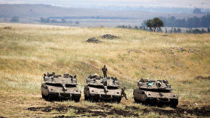 Israelische Panzer auf den Golanhöhen. Israel hält die Hügelkette seit dem Sechstagekrieg besetzt.