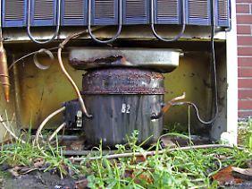 Behälter für Kühlflüssigkeit an einem Kühlschrank: Geringe Menge FCKW werden freigesetzt, wenn alte Kühlschränke verschrottet werden.