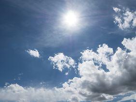 In den 1970er-Jahren erkannten Wissenschaftler, dass FCKW die schützende Ozonschicht in der höheren Atmosphäre schädigen können.