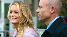 Michael Avenatti und seine Mandantin Stephanie Clifford nach einem Gerichtstermin in New York.