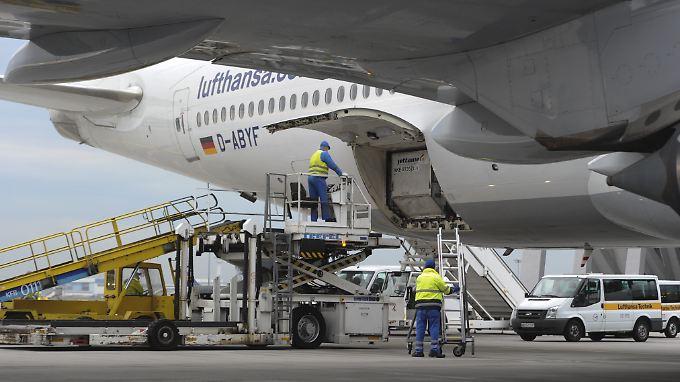 """IT-Panne am Flughafen Frankfurt: Die Lufthansa beschwert sich beim Betreiber Fraport über eine """"massive Störung des Lufthansa-Flugbetriebs""""."""
