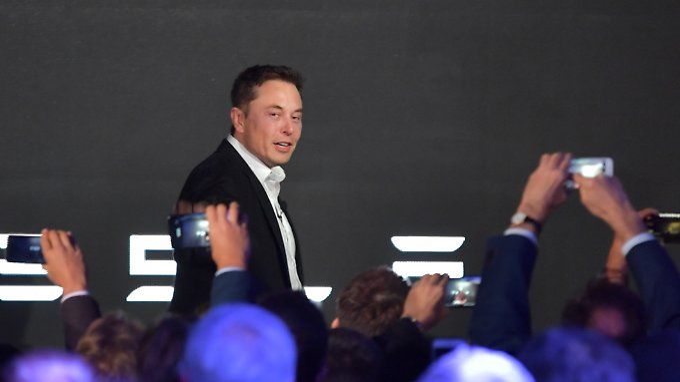 Im Gegensatz zu anderen Unternehmensgründern besitzt Musk keine Stimmenmehrheit im eigenen Konzern. Seien Kontrolle beruht unter anderem auf der Loyalität vieler Aktionäre.